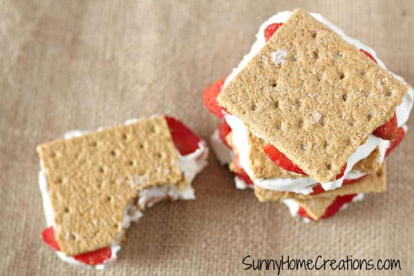 Yummy! Strawberries, cream and graham crackers!