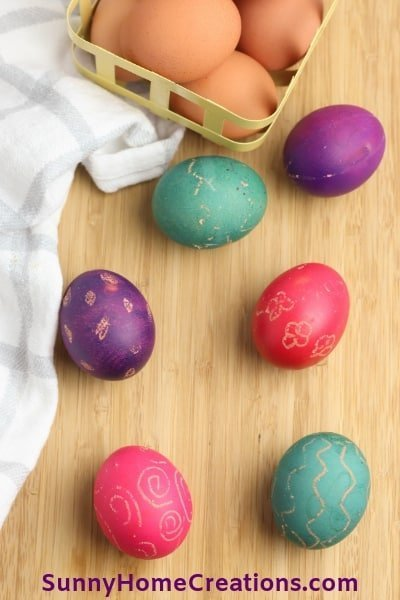 Beautiful eggs from dyeing with food coloring