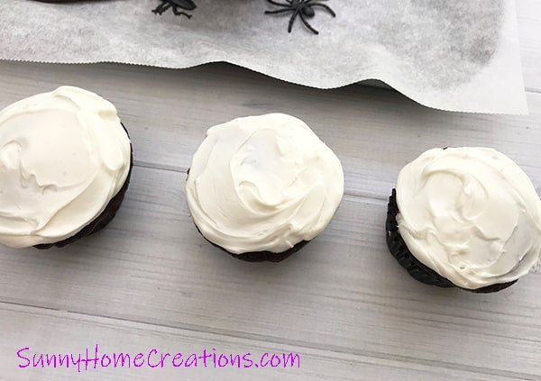 Easy Spider Cupcakes with white frosting