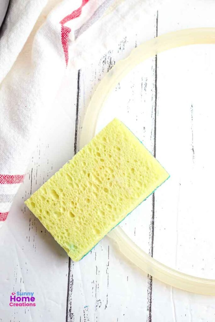 Kitchen towel, inner sealing ring, and a sponge.